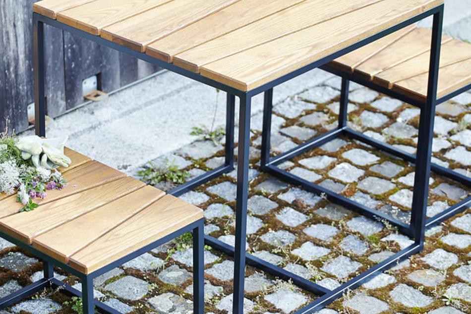 Outdoorküchen mit passenden Outdoortischen, Stühlen und -bänken