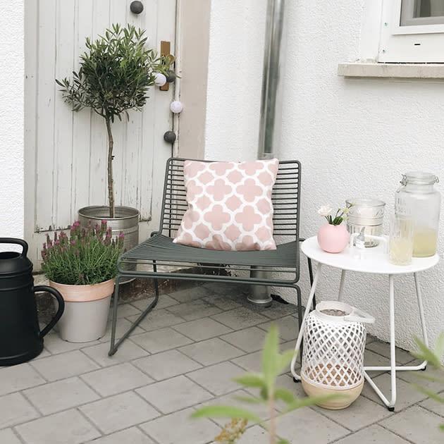 Filigraner Hee Lounge Chair von HAY für Außen- und Innen im zeitlosen Design
