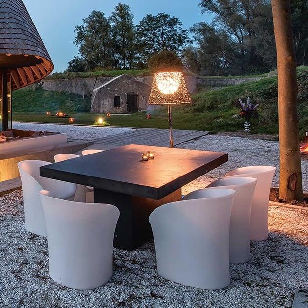 Der Moon Chair ist perfekt für lange Sommerabende im Freien