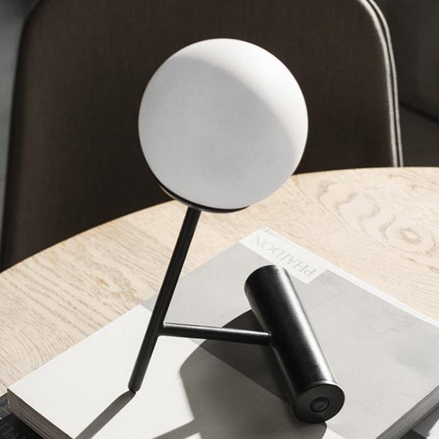 Phare LED Akku-Tischleuchte von Menu