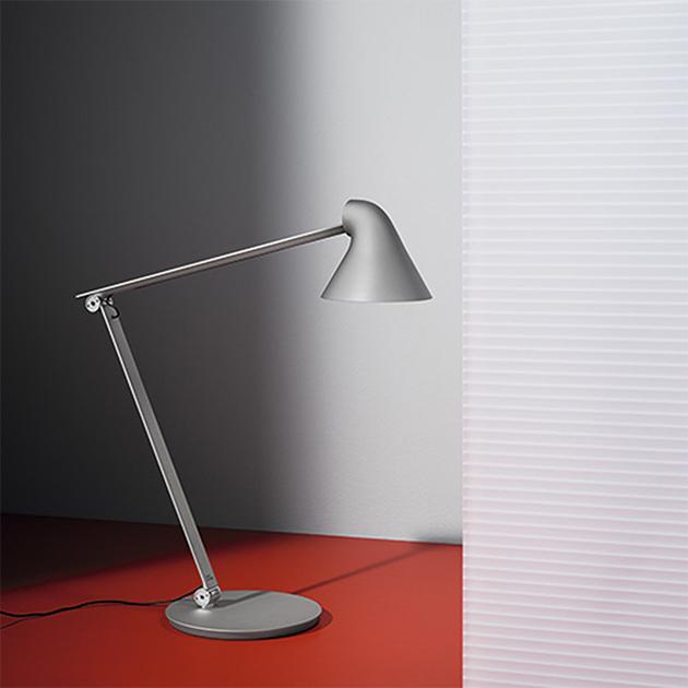 NJP flexible LED-Schreibtischleuchte von Louis Poulsen
