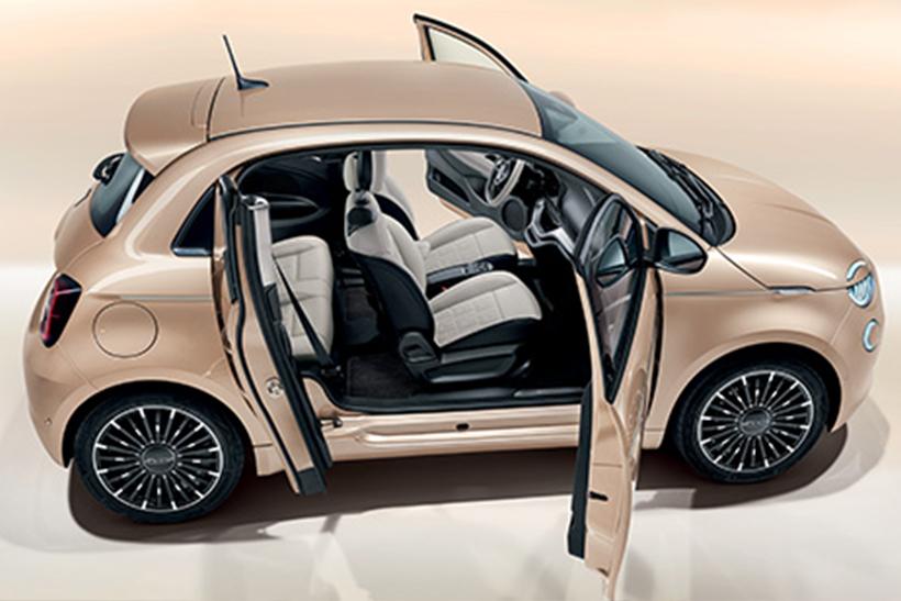 Fiat 500 Elektro. Dieses Kultauto fährt jetzt mit Strom. Wie immer in ästhetischem Design.