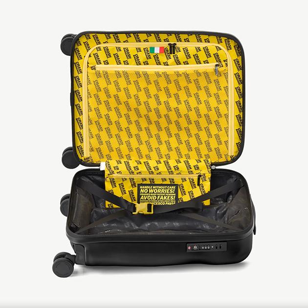 Stylischer Reisekoffer von Crash Baggage – mit Sorgfalt verbeult